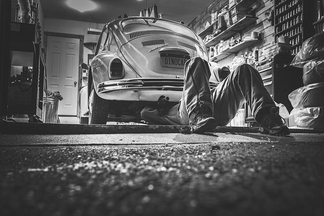 ¿Puerta de garaje en el Fritz? ¡La reparación de la puerta del garaje puede hacer que su garaje vuelva a estar en perfectas condiciones lo antes posible!